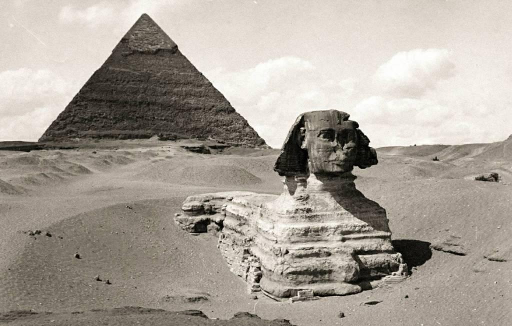 Η Μεγάλη Σφίγγα της Γκίζας πριν από την ανασκαφή αποκάλυψε περισσότερο από το άγαλμα, που φωτογραφήθηκε γύρω στο 1860. © P. Dittrich / Δημόσια Βιβλιοθήκη της Νέας Υόρκης