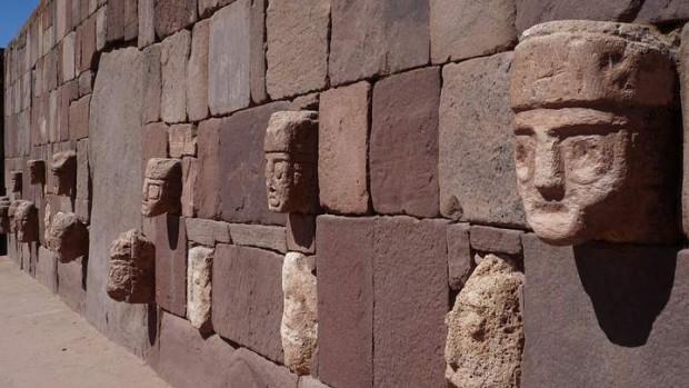 Muro interior del Templete Semisubterráneo, ubicado en la parte anterior al ingreso principal del templo de Kalasasaya.