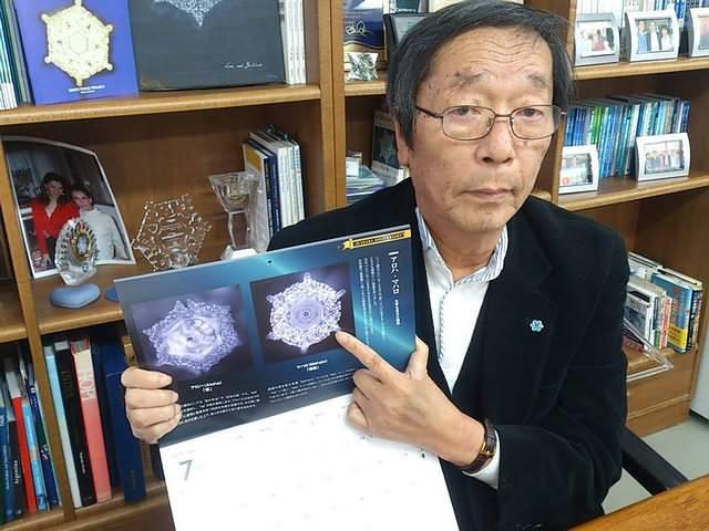 Masaru Emoto (foto) mostró que nuestro estado de ánimo puede influir en las moléculas de agua.