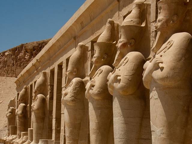 Según Heródoto, los sacerdotes tebanos asumían con naturalidad que hubo varias dinastías de dioses gobernantes en Egipto.