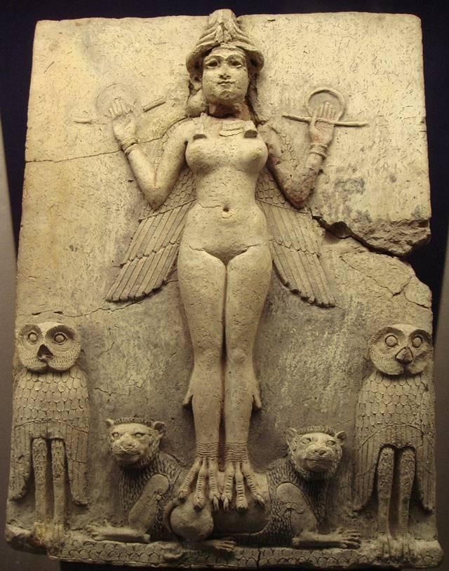 En la mitología sumeria, Inanna era la diosa del amor, de la guerra y protectora de la ciudad de Uruk. Con la llegada de los acadios, Inanna se sincretiza con la diosa Ishtar.