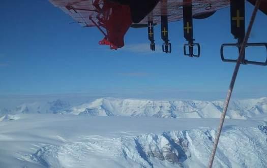 Los cañones son invisible a simple vista y fueron descubiertos gracias al radar. Para alcanzar el fondo de la depresión más profunda (Foundation Trough) habría que taladrar 2 kilómetros de hielo sólido.