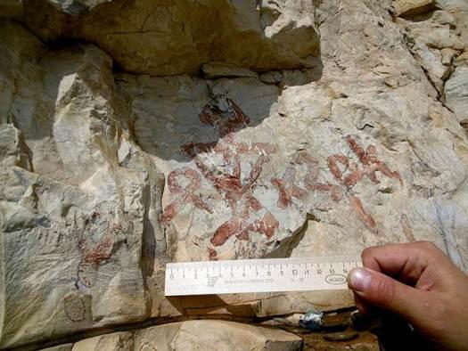 Escritura Orjón-Yenisey presente en el arte rupestre de la república de Sajá. Crédito: NEFU.