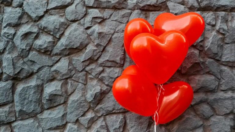 Heart Attack ke Lakshan in Hindi/ Heart ballon image