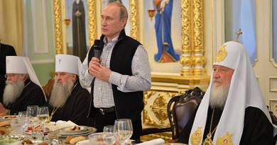 Signs: Putin Hails 'traditional values' in Historic Meeting with Russian Orthodox Bishops