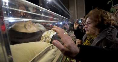 St. Padre Pio incorrupt body arrives to the Basilica of San Lorenzo fuori le Mura With Video