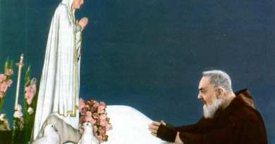 Padre Pio invites you to recite the Holy Rosary and reminds you: Satan will never destroy this prayer!