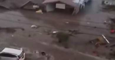Video of Massive Wave…  Death toll jumps to 384 after tsunami, quake in Indonesia