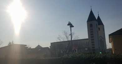 HE HAS RISEN! Exclusive Video..A Wonder to Behold…Easter Week  – Our Lady Appears In Sky in Medjugorje