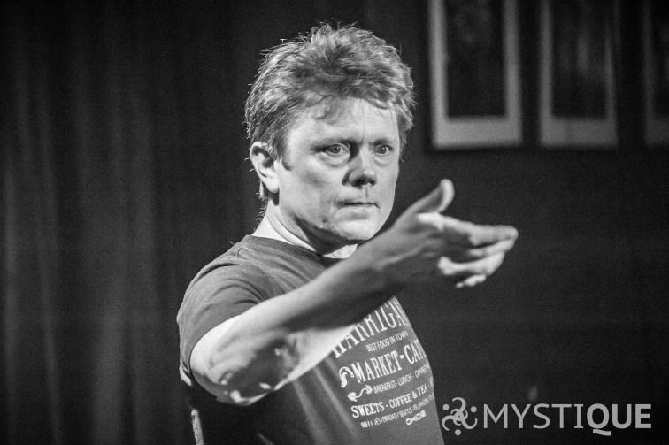 Tom Stone övar i pantomim
