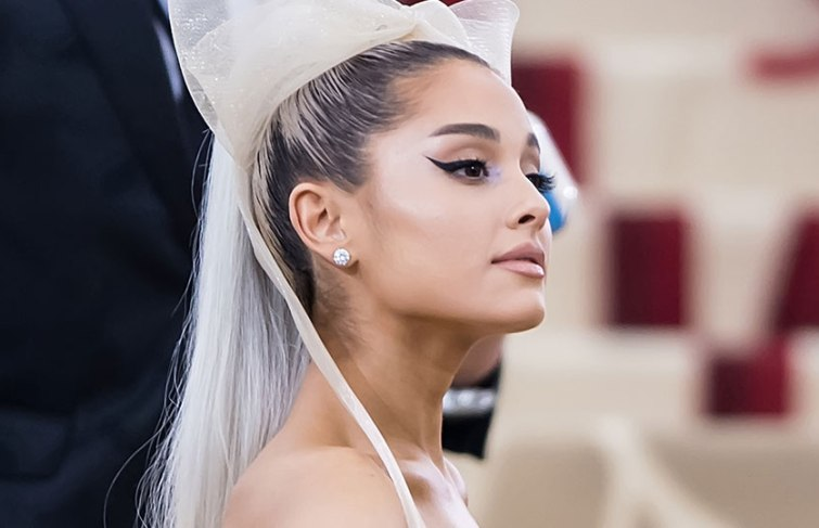 Ariana Grande's album 'Sweetener' Debuts at No. 1