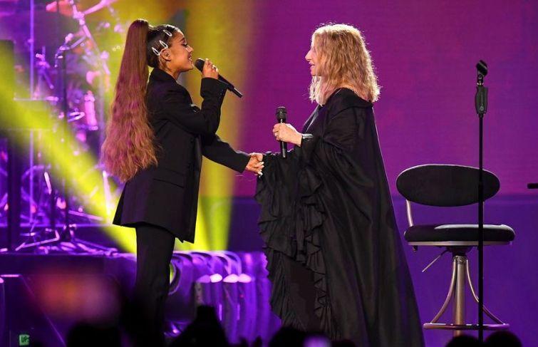 Ariana Grande Sings With Barbra Streisand Onstage