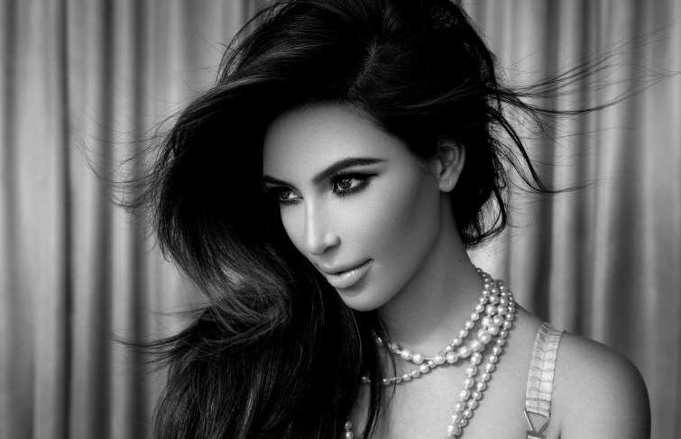 Kim Kardashian Demands The $300 Million Kimoji Lawsuit Be Kept From Public