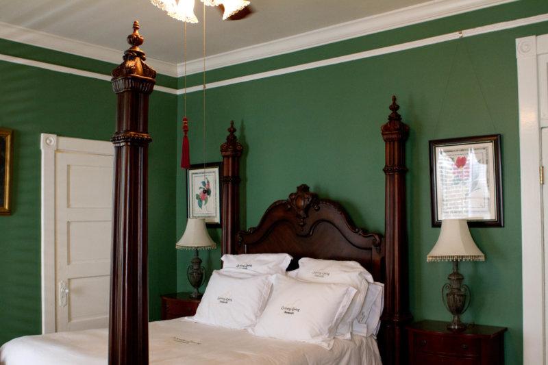 Camera Da Letto Verde Smeraldo : Camera da letto di design con mobili verdi camera da letto di calce