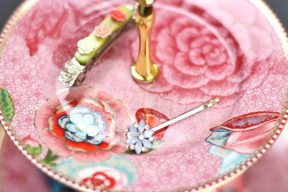 floral hairpins trends.jpg