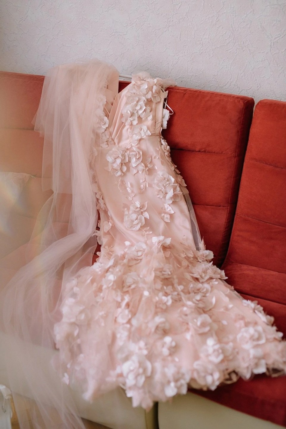 """5 """"Rules"""" for Choosing Your Wedding Dress"""