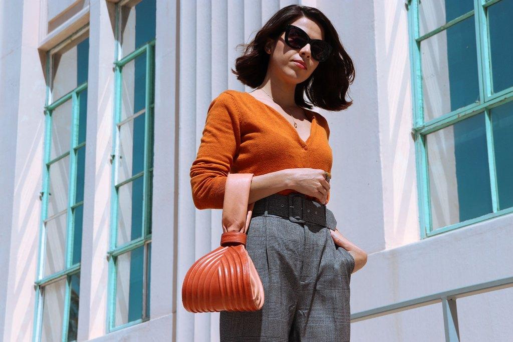 Chechpants-checkprint-tartan-mexicanblogger-styleblogger-karlavargas-orangessweater