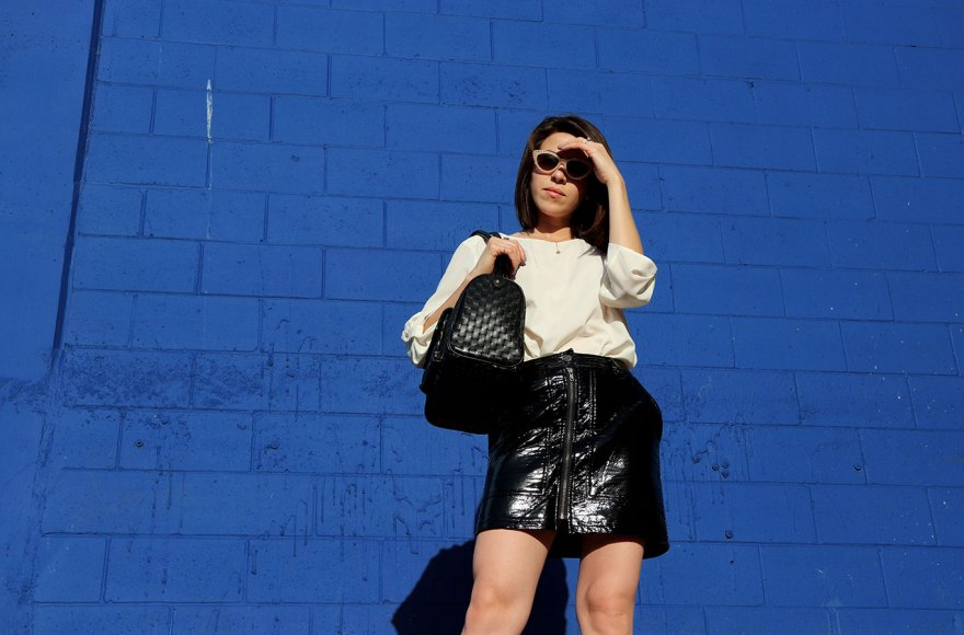 blackskirt-springstyle-pvcskirt-blackheels-karlavargas-sandiegoblogger-pvctrend-trend2018