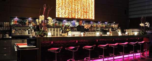 Park-Inn-by-Radisson-Berlin-Hotel-Alexanderplatz-Spagos-Bar-Lounge-1600x750-1600x640