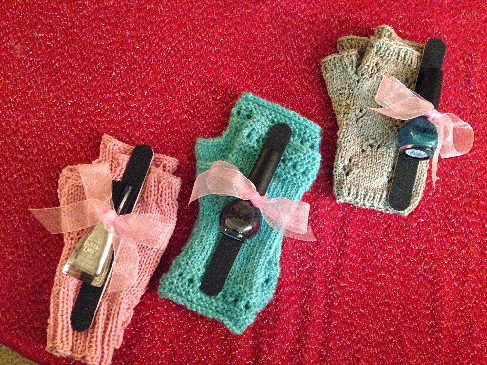 Hand-Knitted Christmas Gifts (2/6)