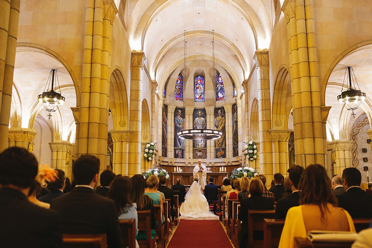 Gorgeous wedding in Spain. Church ceremony | More on: http://mysweetengagement.com/gorgeous-wedding-in-spain - Photo: David Fernández
