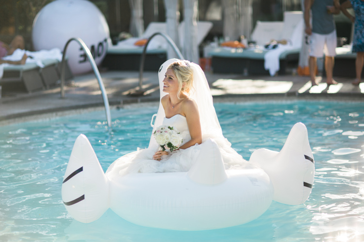 Pos-wedding Bride Photo on Float Swan. | More on: http://mysweetengagement.com/alexandra-and-matt-a-californian-proposal/ - SisterLee Photography
