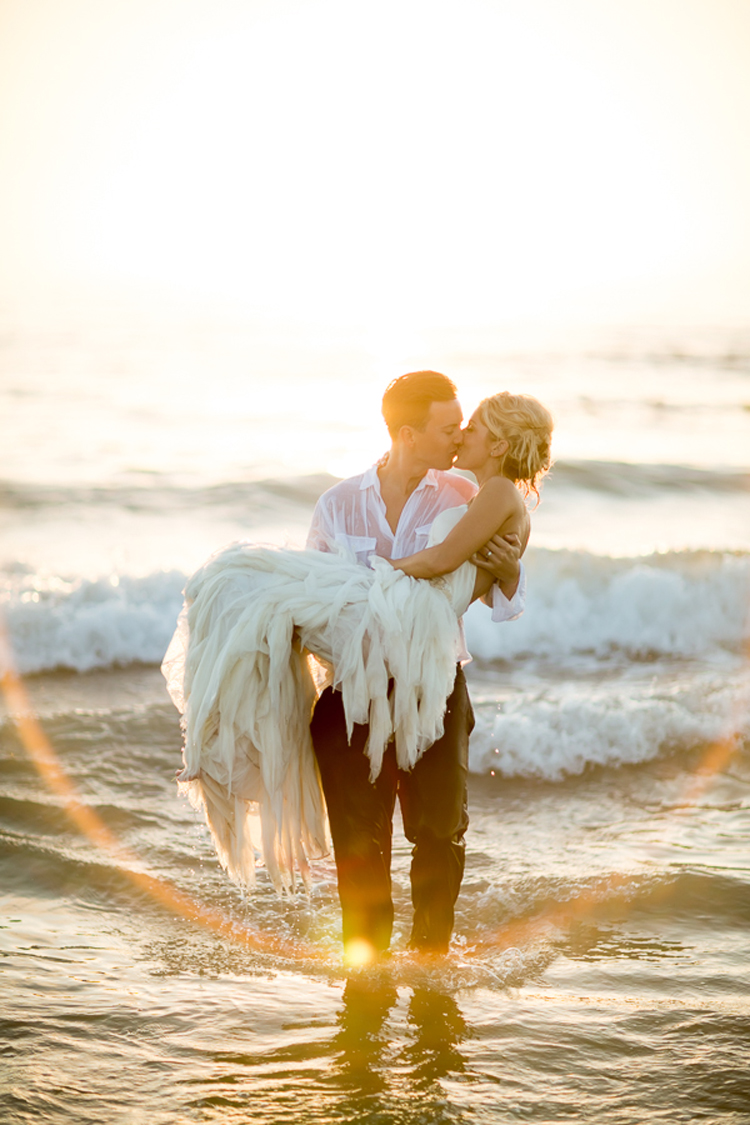 Sunset Trash the Dress bride and groom kiss. | More on: http://mysweetengagement.com/alexandra-and-matt-a-californian-proposal/ - SisterLee Photography