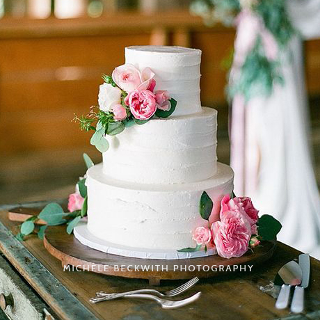 Gallery page with amazing wedding cake ideas to get inspired for your wedding. // My Sweet Engagement // mysweetengagement.com/galleries/wedding-cakes
