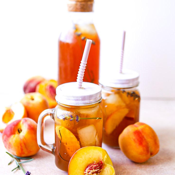 Lavender peach hard iced tea | alcoholic beverage | iced tea | summer cocktails vodka cocktail