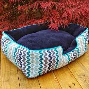 Panier pour chats au motif de chevrons bleus et gris