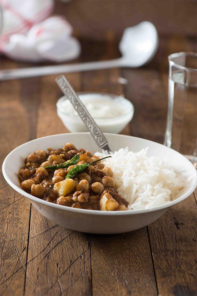 chole aloo curry chawal