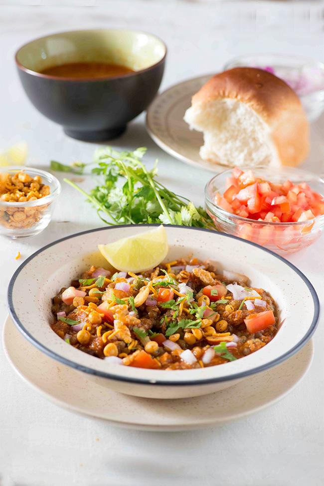 Uma's Culinary World: Misal Pav  Misal Pav Recipe In Marathi