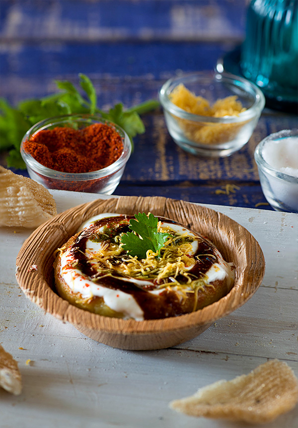 Aloo tikki is a famous street food of Delhi. A crispy and tasty Aloo tikki chaat is popular in North India. It is made with boiled potatoes and served with a smattering of various sweet and tangy chutneys along with various spice powders.