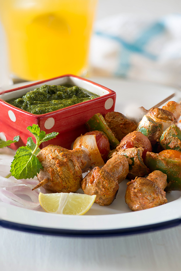 Mushroom Tikka is an easy Indian starter. An easy recipe of mushroom Tikka, in which mushroom are marinated in a creamy and spicy marinade and grilled or baked. It is a healthy Indian appetiser and protein rich recipe made from button mushrooms. It is a healthy Indian appetiser and protein rich recipe made from button mushrooms. If you are following low GI diet like I do most of the times, this mushroom tikka recipe is Low in glycemic index and is gluten free as well.