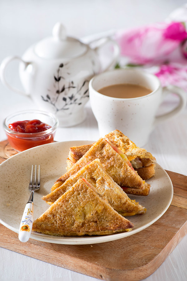 Spicy Indian French Toast is an Indian version of the popular French toast. Quick and Easy Indian breakfast made with old bread and eggs is delight to eat and especially so if you love eggs and bread for the breakfast