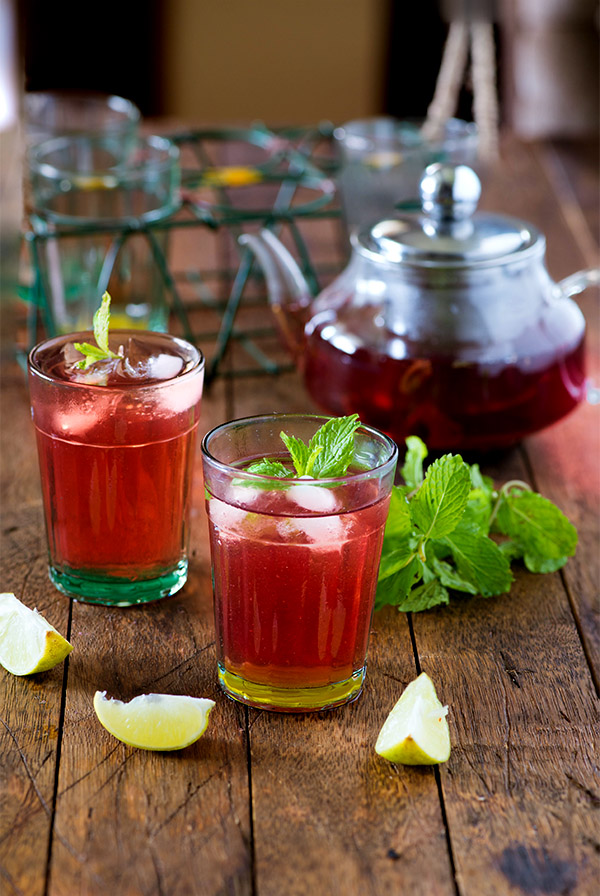 Hibiscus tea recipe. A steeped hibiscus flower tea recipe, that tastes good and is healthy for you. Two ways to make Hibiscus tea.