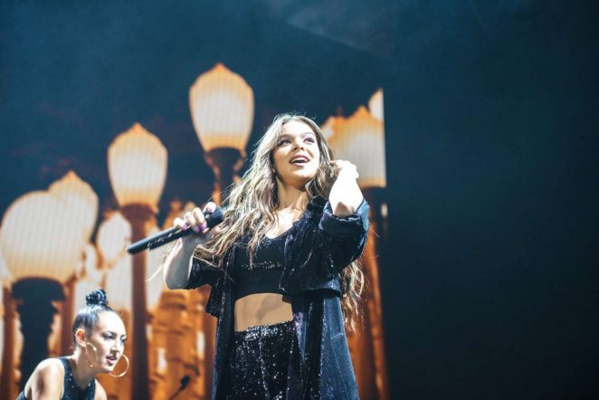 Hailee Steinfeld – Performs at 'The Voicenotes' tour in Camden