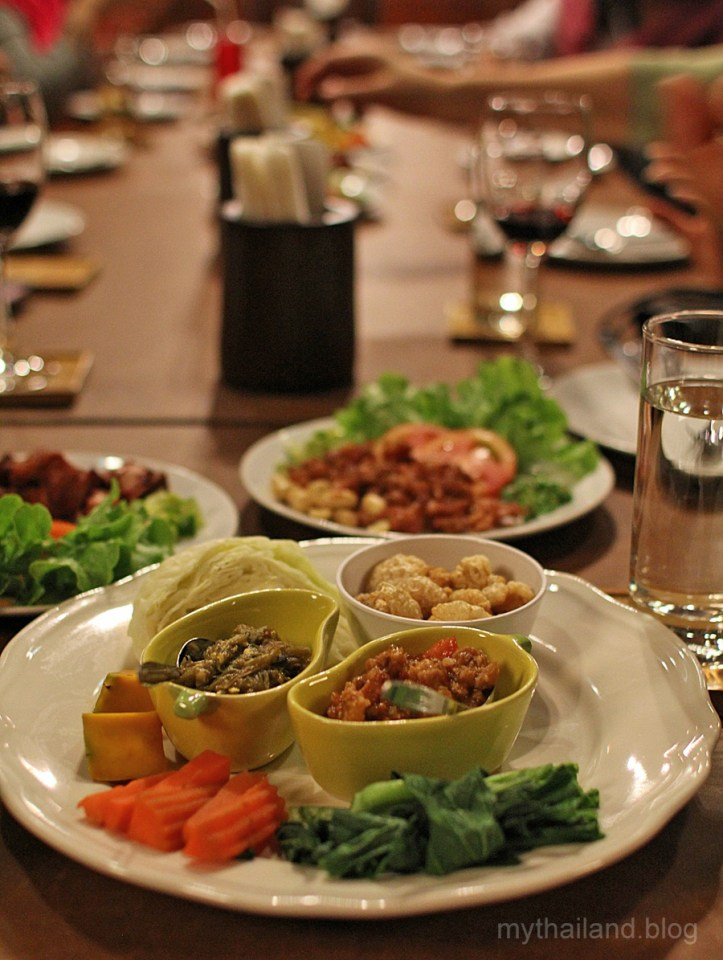 Thai food manners. Northern Thai food dinner