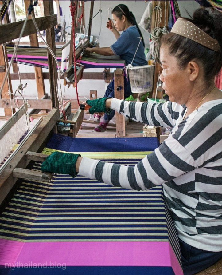 Cotton weavers in Chom Tong, Chiang Mai Province