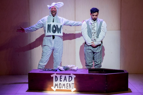 043c710172  Deceptively simple   wonderfully surprising   THE SHOW IN WHICH HOPEFULLY  NOTHING HAPPENS – Unicorn Theatre