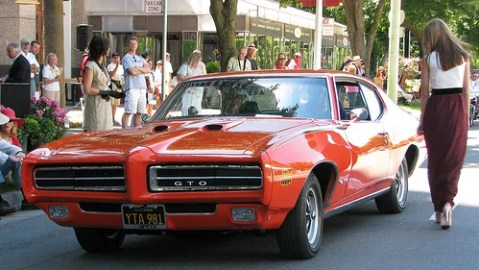 Agents of classic car insurance companies
