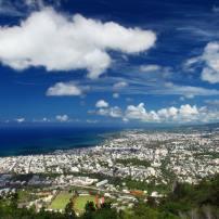 Vue aérienne de Saint-Denis, capitale de la Réunion.