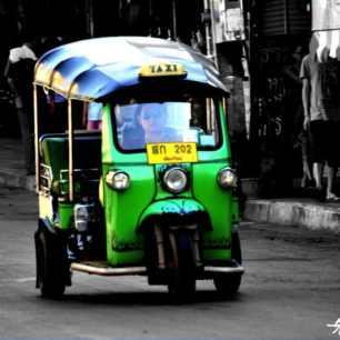 tuk tuk dans le vieux quartier de chiang mai