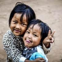 deux petites thailandaises dans une tribu du nord de la thailande