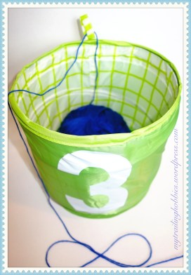 How to keep crochet thread and yarn from rolling around