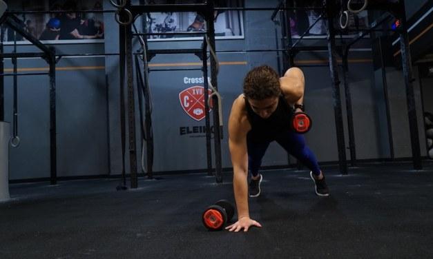 Gainage avec haltères : 6 exercices pour se challenger