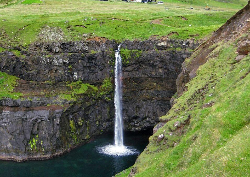 Wasserfall bei Gásadalur
