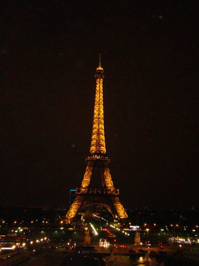 Wieża Eiffla nocą