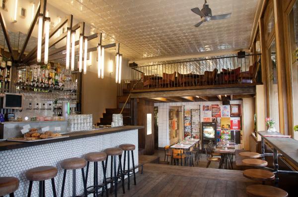 Bar Bukowski Ontbijt Lunch en Borrel Amsterdam Oost