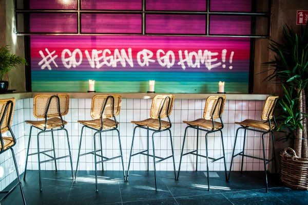The Vegan Junk Food Bar opent in Oost